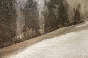 Humidité sur un mur - Shutterstock