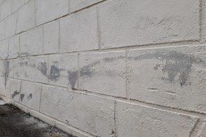 Remontées capillaires sur mur extérieur © Humidite.Pro